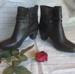 MADELINE  WOMENS BOOTS 11M